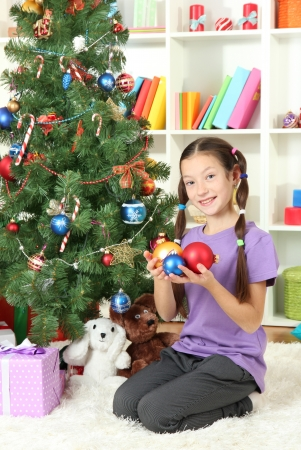 Little girl decorating christmas tree Stock Photo - 17129515