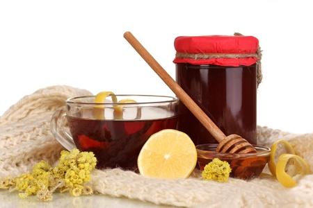 inmunidad: Ingredientes saludables para el fortalecimiento de la inmunidad en bufanda caliente aislados en blanco Foto de archivo