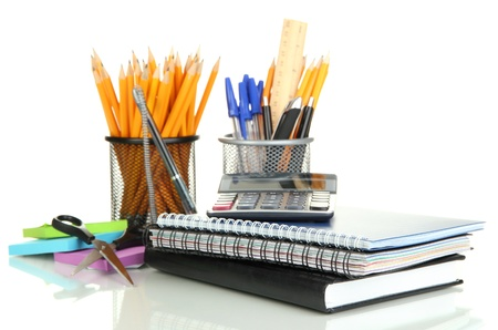 papeleria: Material escolar y de oficina aislados en blanco Foto de archivo