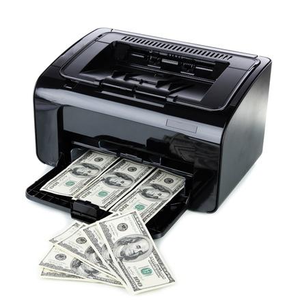 dinero falso: Billetes falsos de impresión para impresoras de dólares aislados en blanco Foto de archivo
