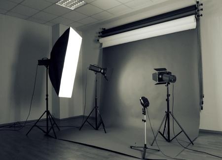 Studio photo avec l'équipement d'éclairage