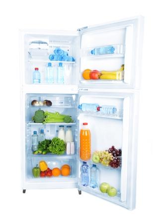 refrigerador: Abra el refrigerador con comida vegetariana Foto de archivo