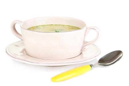 nourishing: Nutritiva sopa con verduras en una sart�n aislados en blanco