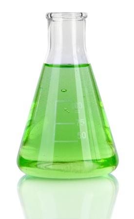 Prueba-tubo con el l?quido verde aislado en blanco Foto de archivo