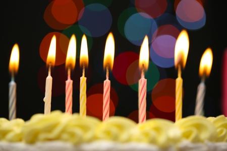 pasteles de cumpleaños: Torta de cumplea?os feliz, sobre fondo negro