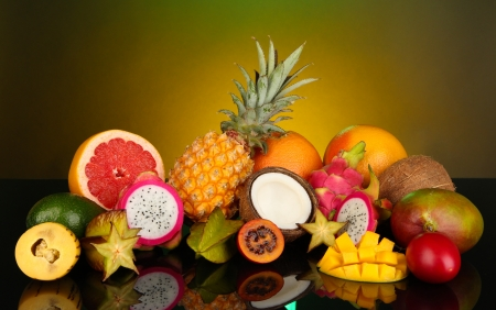 pitahaya: Composition of exotic fruits on colorful background