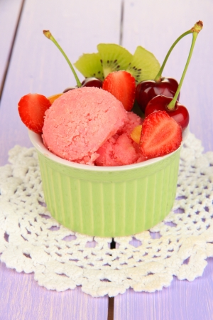 sweetie: Delicious  ice cream with fruits and berries in bowl on wooden table