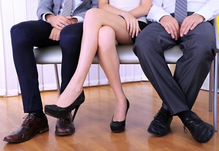 piernas mujer: Gente que espera entrevista de trabajo
