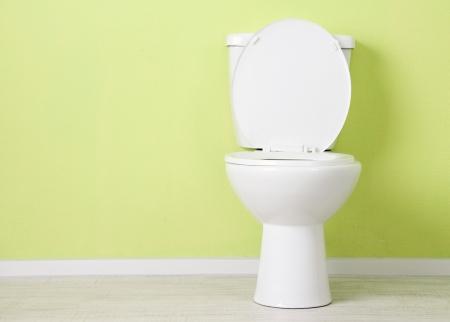 wc: Weiß WC-Schüssel in einem Badezimmer Lizenzfreie Bilder