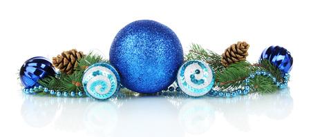 abetos: Composici�n de las decoraciones de Navidad aislados en blanco Foto de archivo