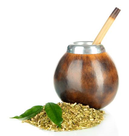yerba mate: Calabaza y bombilla con yerba mate aislados en blanco Foto de archivo