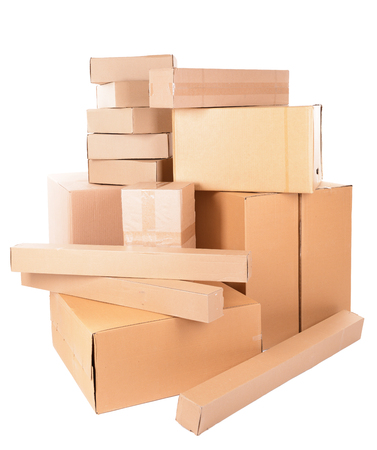stockpiling: Diversas cajas de cart�n aislados en blanco Foto de archivo