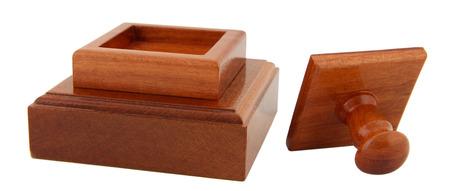 validez: Sello de madera aislado en blanco