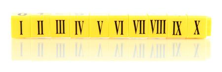 numeros romanos: Cubos educativos con números romanos aislados en blanco