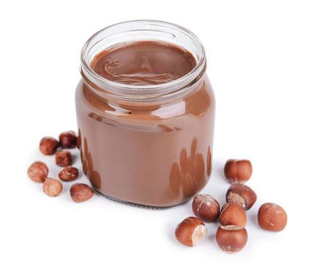 Crème au chocolat doux en pot isolé sur blanc Banque d'images