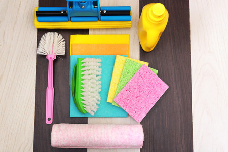 scouring: Collection of cleaning products and tools