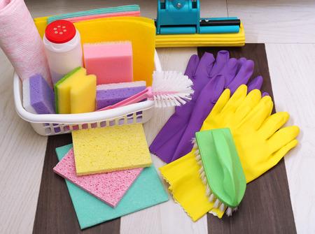 cleaning products: Colección de productos de limpieza y herramientas Foto de archivo