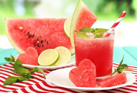 Watermelon cocktail sur la table, close-up Banque d'images