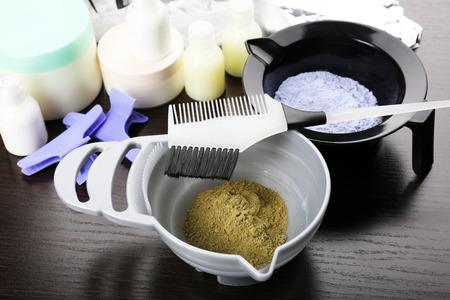tinte cabello: Accesorios de peluquería para el cabello coloreado, primer plano
