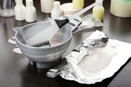 Friseurzubehör für Färben von Haaren, close-up Standard-Bild