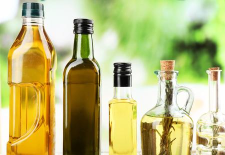 Diferentes tipos de aceite de cocina, primer plano Foto de archivo - 35235801