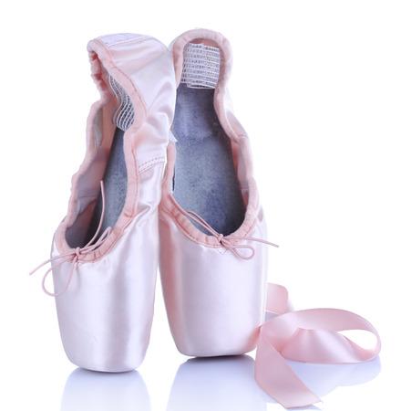 zapatillas ballet: Ballet zapatos de punta aislados en blanco