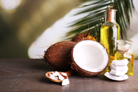 Coconuts and coconut oil on wooden table Stockfoto