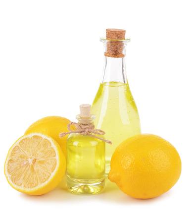Olio di limone isolato su bianco Archivio Fotografico - 37111311
