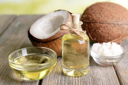 Kokosolie op tafel close-up Stockfoto