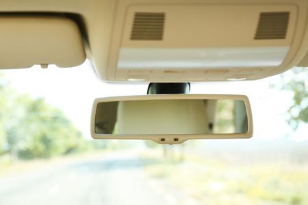 Auto achteruitkijkspiegel, close-up Stockfoto