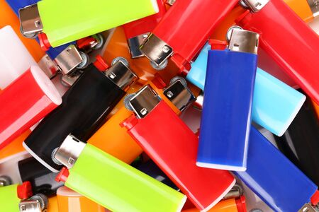 encendedores: Colorful lighters close-up