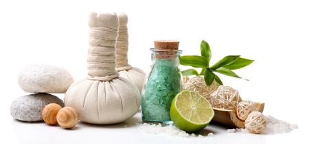 massage huile: Réglage de Spa isolé sur blanc Banque d'images