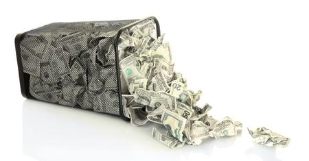 cesto basura: Dinero en basurero aislado en blanco Foto de archivo