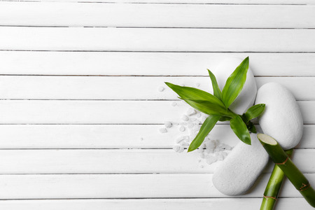 massage huile: réglage de Spa sur fond de bois Banque d'images