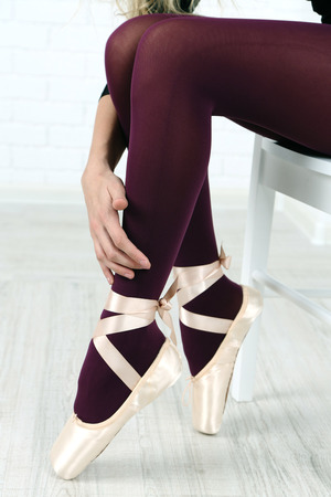 Ballerina in pointe shoes in dance hall Stock Photo