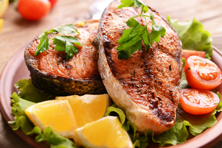 Tasty baked fish on plate on table close-up Stockfoto