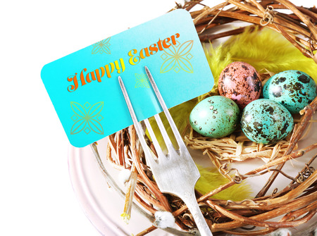 Easter table setting with empty card and Easter eggs, close up Banque d'images