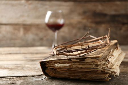 Crown of thorns and bible on old wooden background Banco de Imagens