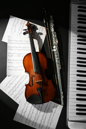 Musical instruments with music notes on dark background 免版税图像
