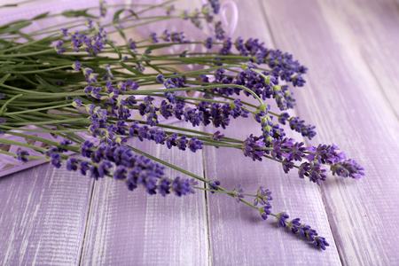 Lavender flowers on table close up Foto de archivo