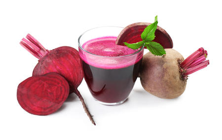 Fresh beet juice isolated on white 版權商用圖片