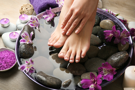 Female feet at spa pedicure procedure Imagens