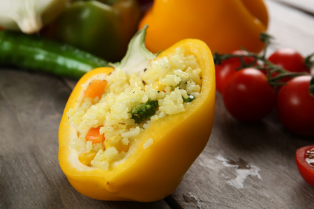 Stuffed pepper with vegetables on table close up Zdjęcie Seryjne