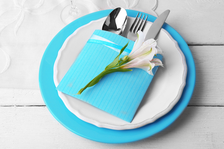 Table setting with flowers, close-up