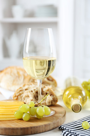 Still life of wine, grape, cheese and bread on light background 免版税图像