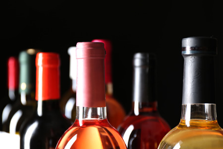 different wine bottlenecks on dark background Banque d'images