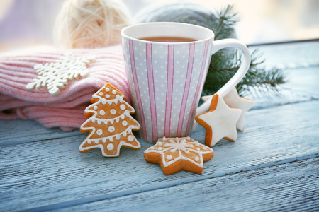 Beautiful winter composition on windowsill with cup of hot drink Stockfoto