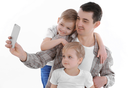 Dad making selfie with his sons isolated on white Stockfoto