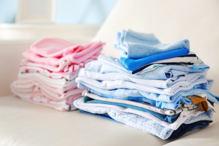 Pile of baby clothes, close up 版權商用圖片 - 106768398