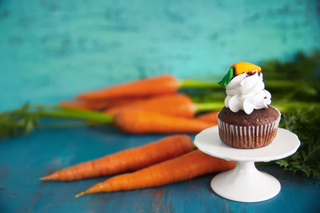 Carrot chocolate muffin on a white stand Banque d'images